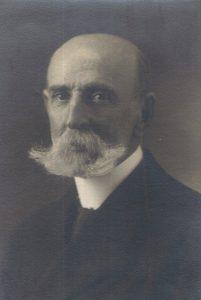 2. Vicente García-Huidobro G-H, padre del poeta.
