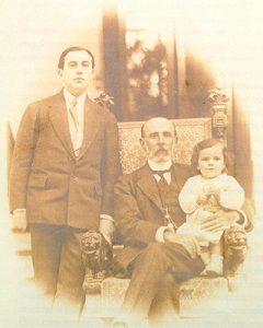 23. VH con su padre y su hija